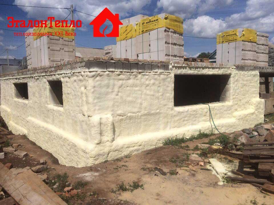 Утепление пенополиуретаном фундамента здания
